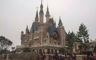 m-enchanted-storybook-castle-on-the-opening-day-of-shanghai-disneyland-park-1